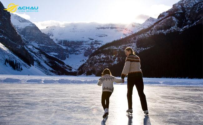 Hồ Louise - thiên đường màu xanh của Canada 3