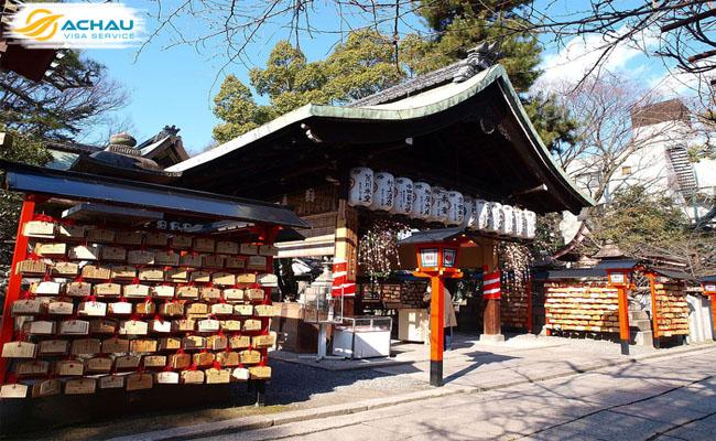 """Kỳ lạ ngôi đền xin """"cắt duyên"""" ở Kyoto - Nhật Bản"""
