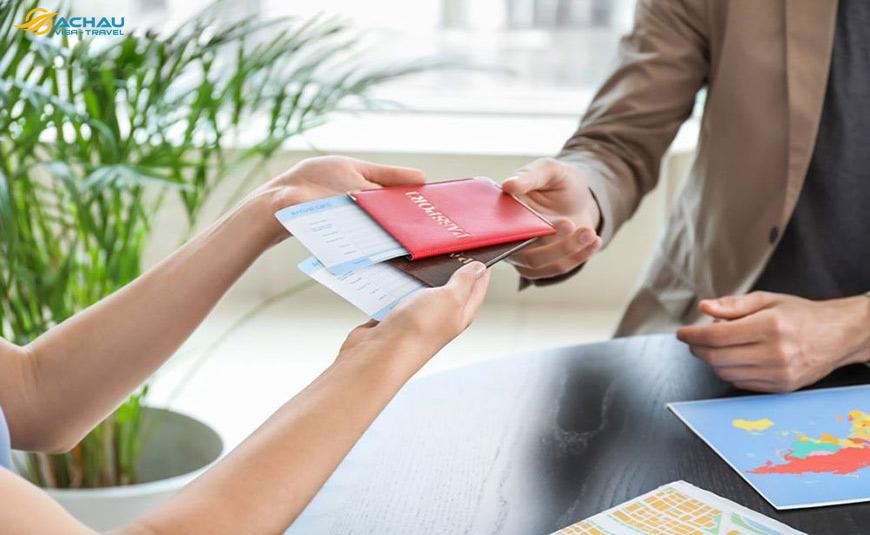 Có thể nhờ người thân nộp hồ sơ và nhận kết quả xin Visa Nhật Bản không?