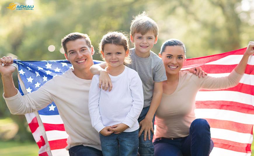 Đang chờ kết quả xin visa định cư thì có nên xin visa du lịch Mỹ không?