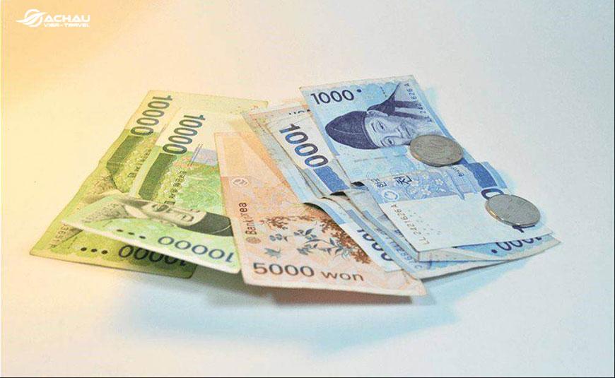 Đi du lịch nước ngoài được phép mang bao nhiêu tiền?