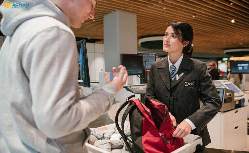 Kinh nghiệm giúp bạn qua cửa an ninh sân bay 4