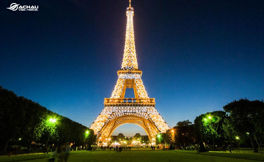 Bạn đã biết những gì về tháp Eiffel - Biểu tượng của nước Pháp?