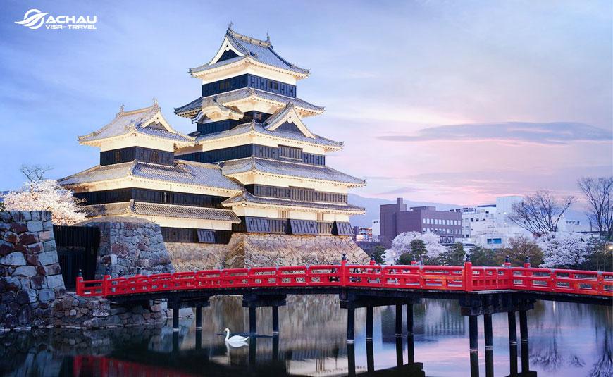 Điểm danh 10 tòa lâu đài cổ nổi tiếng của Nhật Bản 1